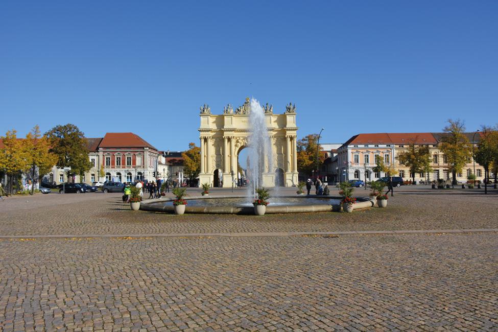 Sonderthema_Berliner-Umland_brandenburg-gate-988081_PeterBe-auf-Pixabay Wohnen im Berliner Umland