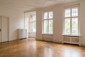 Wohneigentum_Fortis_Wohnbereich-7-300x200 Warum sich Altbauwohnungen lohnen