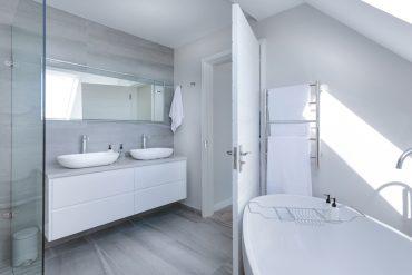 modern-minimalist-bathroom-3115450_Jean-van-der-Meulen-auf-Pixabay