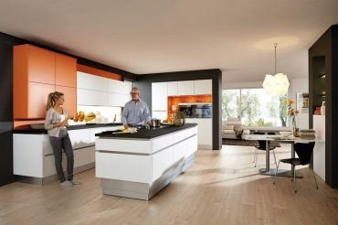 Küche & Bad_Intelligente Erleichterung für den Küchenalltag_ Hubsockelsystem