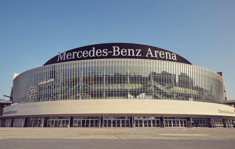 Architektur-Mercedes Benz Arena-Außenansicht