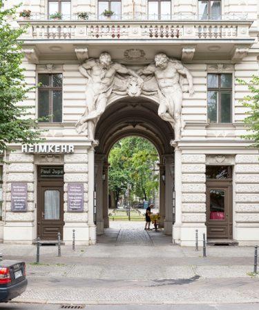 JoachimKohlerBremen, Riehmers Hofgarten, Eingang Yorckstraße, CC BY-SA 4.0