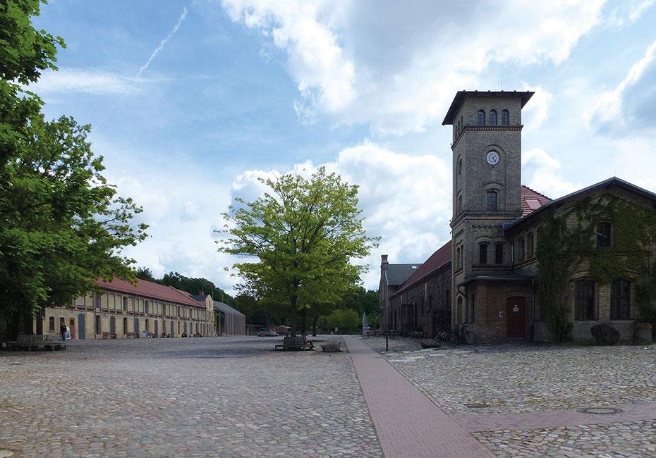 Architektur_Britz_Alt-Britz_Schloss_Gutshof_Britz-wikimedia_bearbeitet Das Schloss Britz mit Gutshof im italienischen Stil