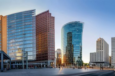 Immobilienmarkt-aktuell_Business-as-usual_Potsdamer-Platz_AdobeStock_223736360