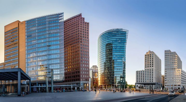 Immobilienmarkt-aktuell_Business-as-usual_Potsdamer-Platz_AdobeStock_223736360