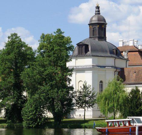 © Bodo Kubrak, Schlosskirche (Berlin-Köpenick) Rückseite, CC0 1.0