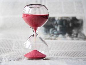 Immo-aktuell_gebremste-Dynamik_hourglass-620397_-nile-from-Pixabay-300x226 Rückblick 2020 und Ausblick 2021