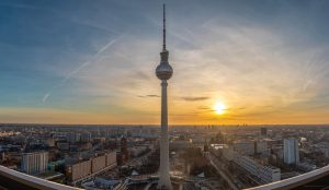 Immo-aktuell_gebremste-Dynamik_tv-tower-4858167_Bernardo-Ferreria-from-Pixabay-300x174 Rückblick 2020 und Ausblick 2021