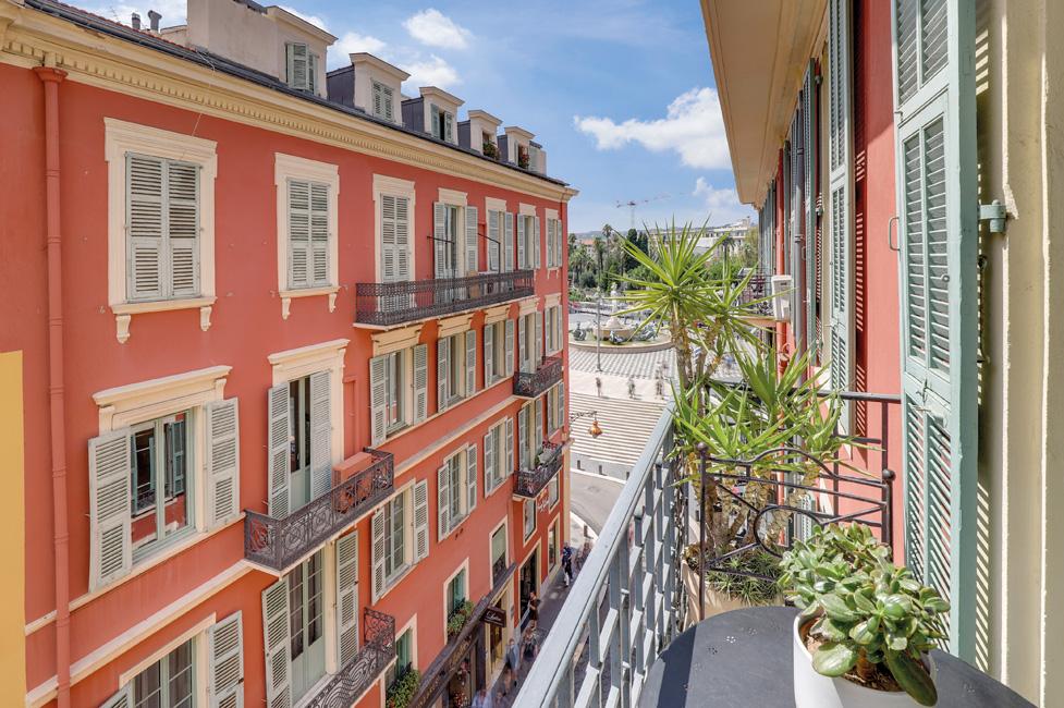 Wohneigentum_Luxusimmobilien_Eigentumswohnung-in-Nizza-c-Engel-Völkers-Market-Center-Côte-dAzur-1 Luxusimmobilien: Côte d'Azur als Erst- und Zweitwohnsitzmarkt weiter im Trend