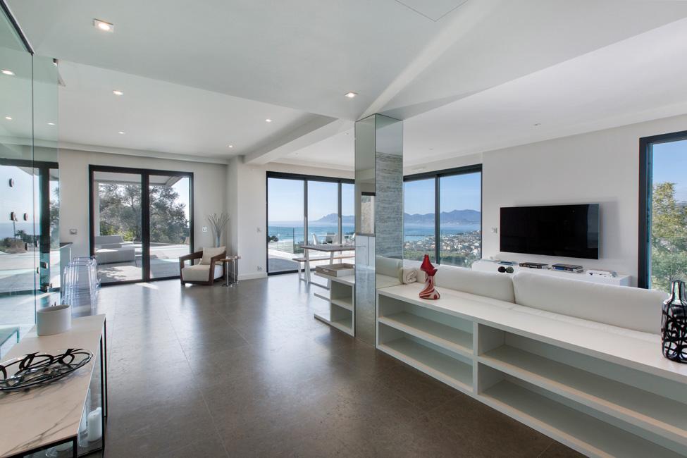 Wohneigentum_Luxusimmobilien_Moderne-Villa-mit-Meerblick-in-Cannes-c-Engel-Völkers-Market-Center-Côte-dAzur-2 Luxusimmobilien: Côte d'Azur als Erst- und Zweitwohnsitzmarkt weiter im Trend