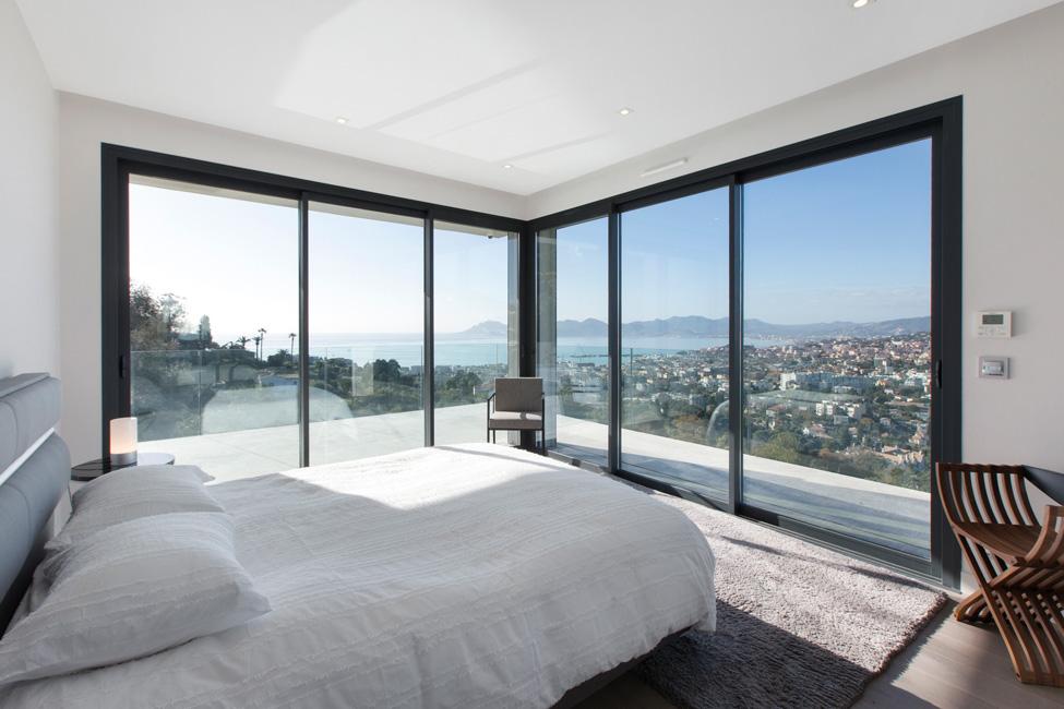 Wohneigentum_Luxusimmobilien_Moderne-Villa-mit-Meerblick-in-Cannes-c-Engel-Völkers-Market-Center-Côte-dAzur-3 Luxusimmobilien: Côte d'Azur als Erst- und Zweitwohnsitzmarkt weiter im Trend