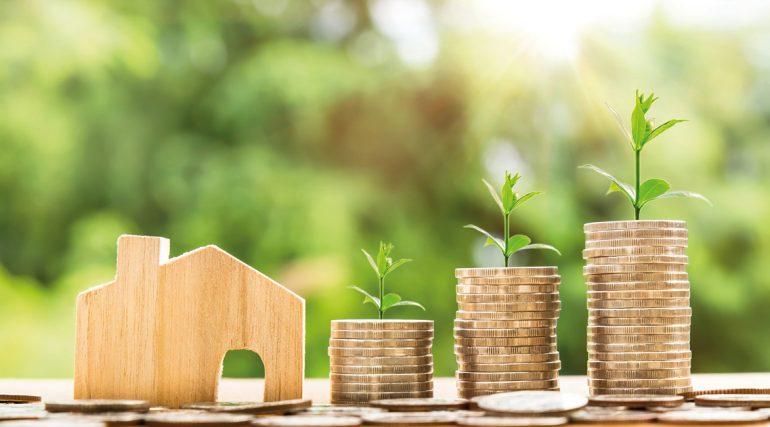 Immobilienmarkt aktuell_Immobilienpreise_money-2724235_Nattanan Kanchanaprat_Pixabay