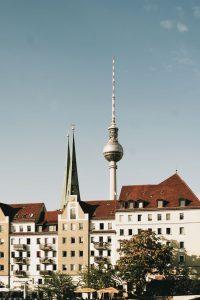 Fernsehturm_Berlin_felix-neudecker-Pbjfz3xyUe4-unsplash-200x300 Berlin steht vor einer Mammutaufgabe