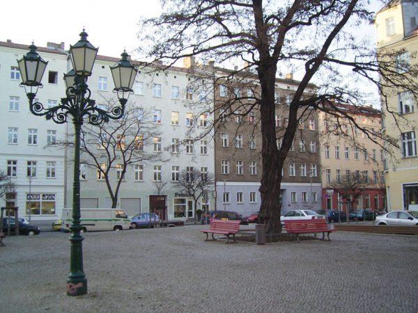 © Parka Lewis Parka Lewis, Berlin Lichtenberg Victoriastadt Tuchollaplatz, als gemeinfrei gekennzeichnet, Details auf Wikimedia Commons