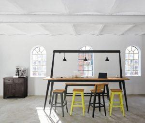 Work-at-Home-Tipp06_JanCrayMoebel_6GRAD_Traversentisch_Bauholz_Ambiente_5-e1586270442557-300x255 Work at home: Küchen im Mittelpunkt des Zusammenlebens